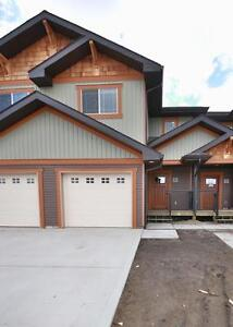Breahill Townhouse with Garage - Available May 1!