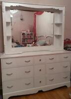 *WHITE SOLID WOOD DRESSER WITH MIRROR*