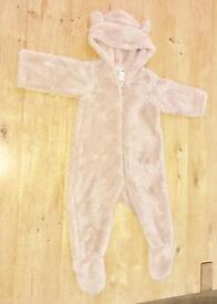 Uniqlo baby fluffy bear suit 6-12 months. Excellent condition