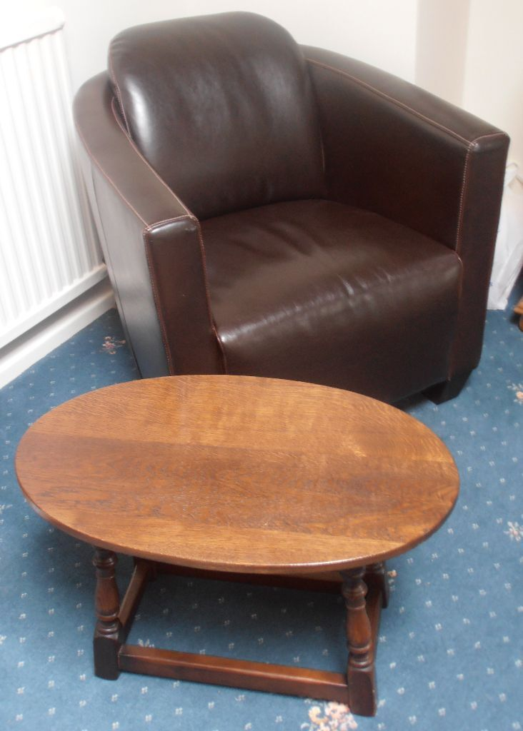 Dark Oak Oval Table 35 In Leicester Leicestershire Gumtree