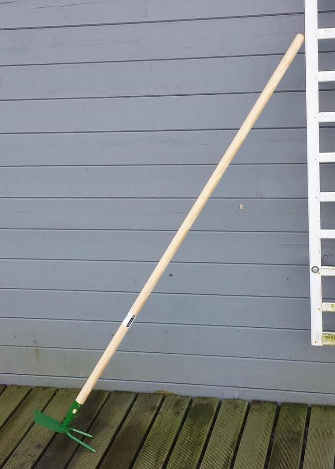 Garten Doppel Hacke Metall massiv mit robustem Holz Stiel 28mm in Hage