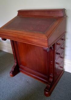 ANTIQUE WRITING DESK/DAVENPORT