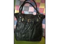 TU handbag very good condition (can post)