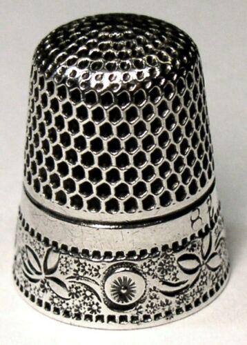 """Antique Stern Bros. Sterling Silver Thimble  """"Scrolling Plant & Rosette"""" C1890s"""