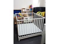 Geuther Europarc Wooden White Playpen. Foldable with wheels
