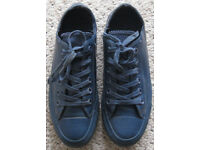 Converse Unisex all blue Trainers, size 6, Excellent condition