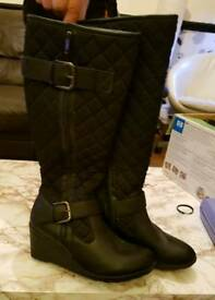 Quilted padded boots