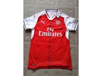 Brand New Official Medium Sized 2016/17 Arsenal football top (Alexis on the back) down from £75
