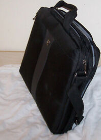 Laptop case Wenger Legacy 17 inches, Slim Case, lightweight, checkpoint friendly, nearly new.