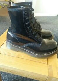 ladies Dr Martens Modern Classics 1460 Patent 8-Eye Boots Black Leather Size 6