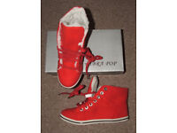 Red/coral lace-up high tops/daps/trainers/boots – fur-lined – Size 37 (size 4) - Brand new in box