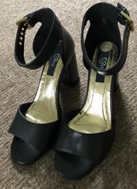 Ladies black shoes size 6 brand new