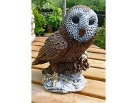 Owl garden ornament in reconstituted stone, colour. 30cm high, 16cm wide 9kg