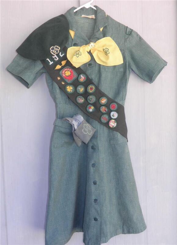 VINTAGE JUNIOR GIRL SCOUT UNIFORM Dress Sash Hat Badge Costume Troop  192