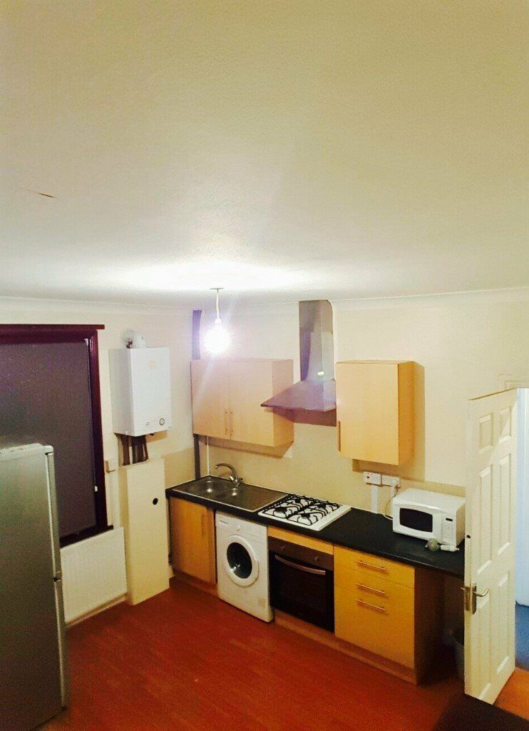 Two Bed Flat Moments to Ilford Station and Exchange Shopping Centre