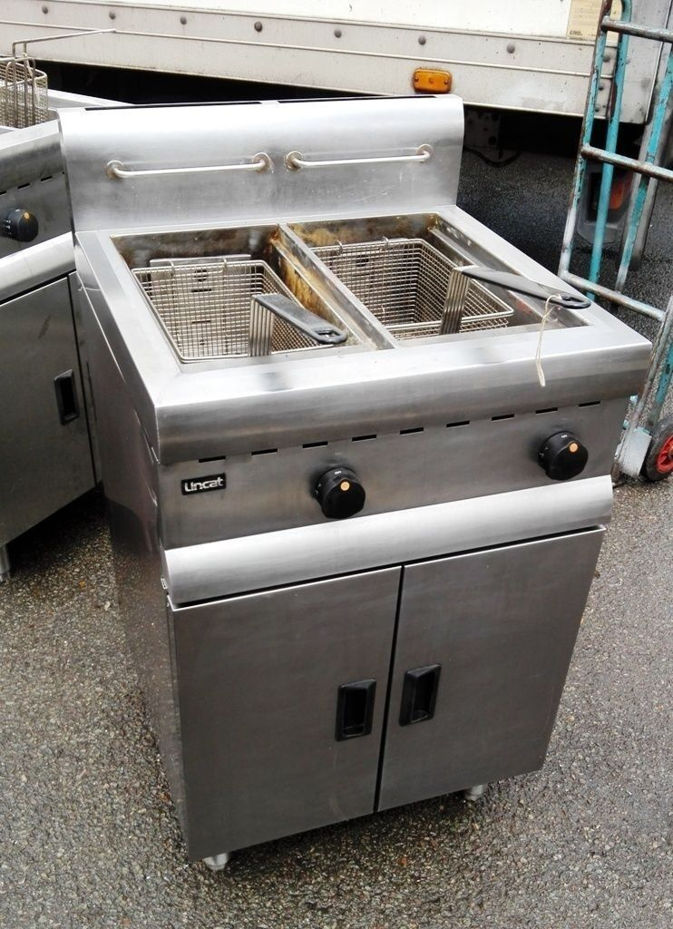 Lincat Twin Tank Natural Gas Fryer with two baskets
