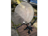 Philips 70cm offset Satelite Dish with holder for two heads LNB
