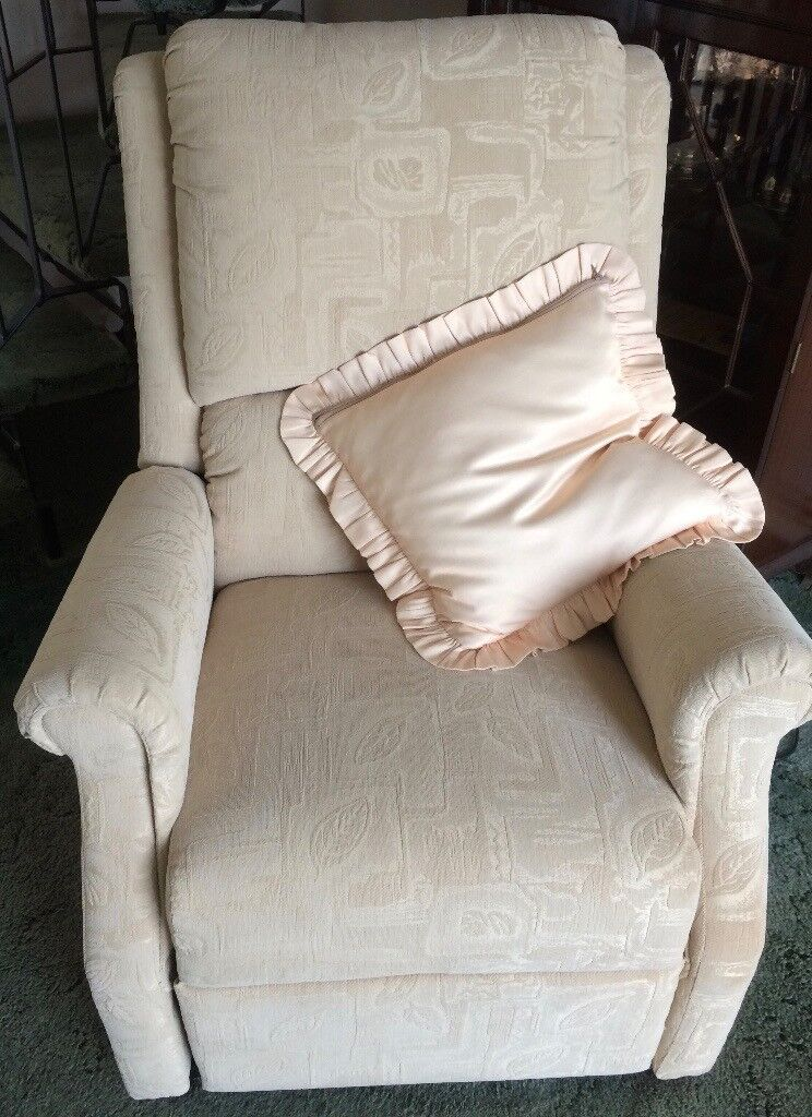 Restwell 'Chicago' Beige Fabric Riser/Recliner Armchair