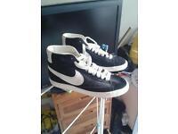 Nike trainers sz 5