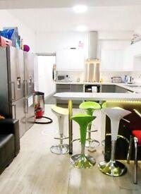 2 En- Suite Bedrooms In Shared Student House