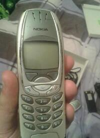 Nokia 6310i silver vintage phone in good condition.