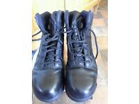 STEEL TOE CAPPED MAGNUM BOOTS SIZE 4