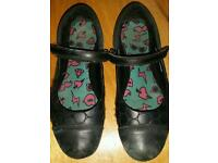 Girls Black Shoes - Size 3E