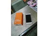 Samsung galaxy j5 mint condition, unlocked to any netwirk.