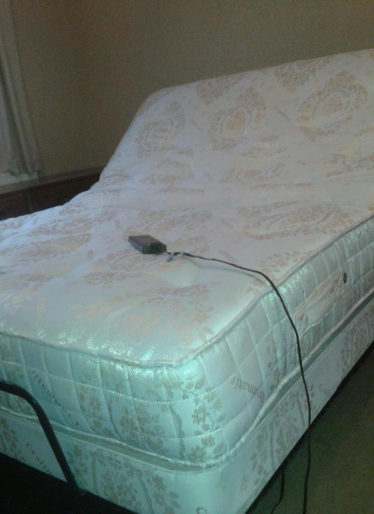 """CRAFTMATIC ELECTRIC 4'6"""" DOUBLE MASSAGE BED EXCELLENT CONDITION"""