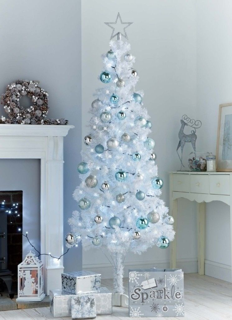 6ft White Christmas Tree. | in Keighley, West Yorkshire | Gumtree