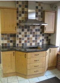 KITCHEN UNITS SOLID OAK KITCHEN GRANITE WORKTOP KITCHEN CUPBOARD KITCHEN UNIT FITTED KITCHEN