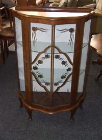China/display cabinet with key