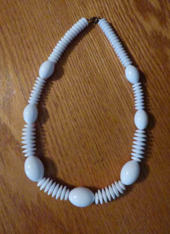 """Vintage Bright White Lucite Football & Disc Shaped Bead Necklace 18"""""""