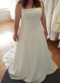 Beautiful Wedding Dress brand new with tags
