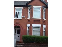 LARGE MID TERRACED HOUSE. Ideal for a big !!!!!! FAMILY or GROUP of STUDENTS OR PROFESSIONALS !!!!!