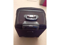 suit case carry case on wheel handle Lansey