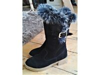 WOMENS SIZE 5 SUEDE WINTER BOOTS. NEARLY NEW!
