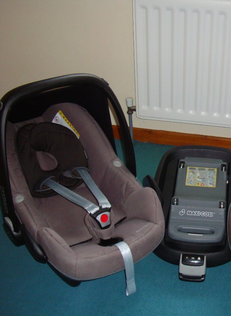 maxi cosi pebble and isofix just 75 in newtownabbey. Black Bedroom Furniture Sets. Home Design Ideas