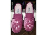 Brand New Ladies Pink Slippers Size 6