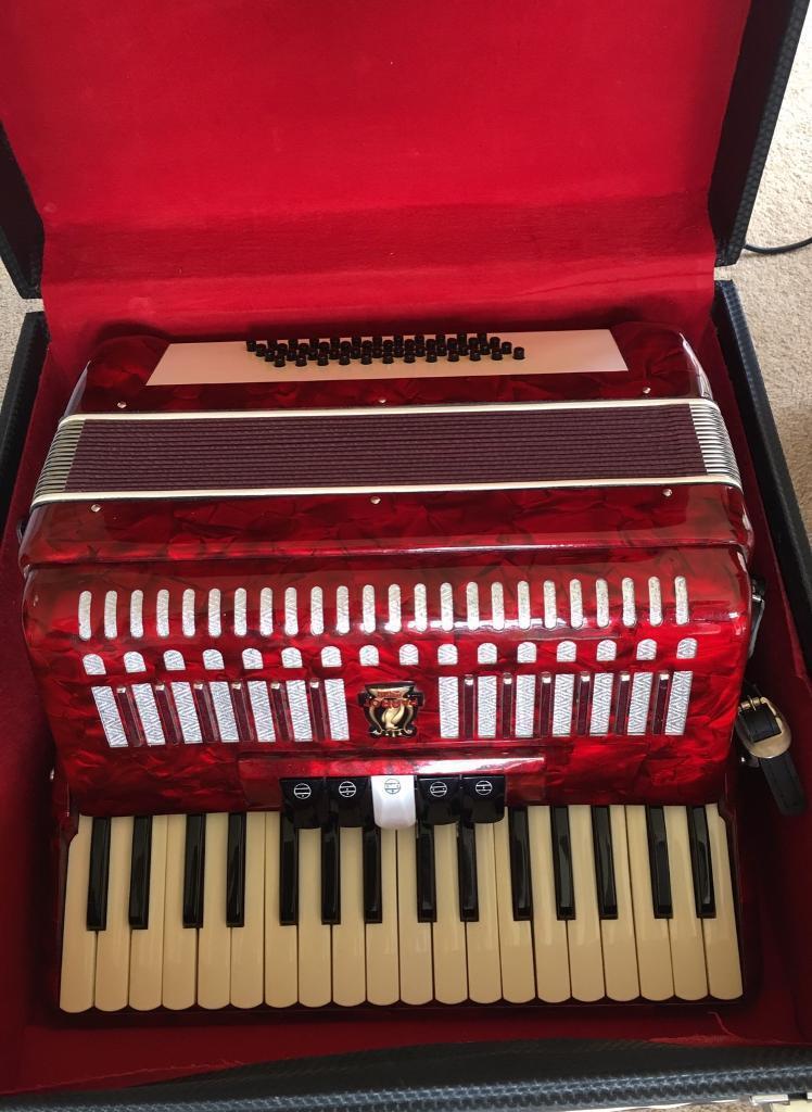Parrot 48 Bass 34 Key Piano Accordion