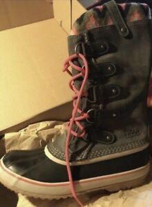 Women's Sorel Winter Boots ( Size 11 )