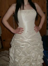 Wedding Dress/New/Cheap For Quick Sale/Benjamin Roberts