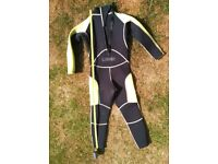 childs wetsuit age 5-7