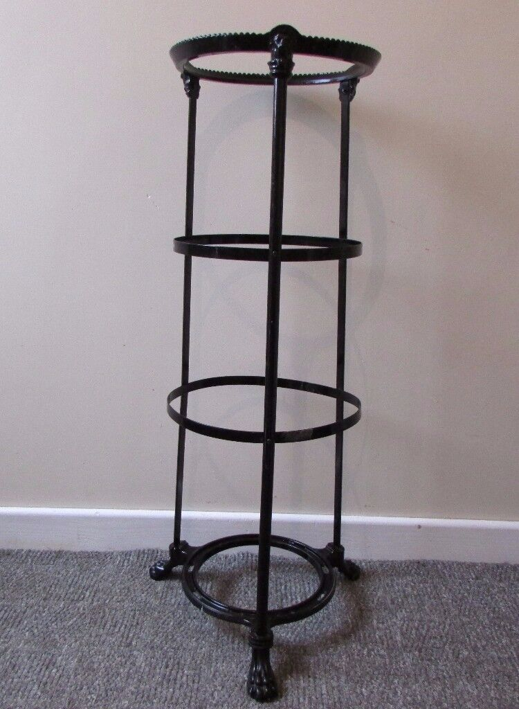 Boutique Gothic Black Iron flower pot holder stand garden flower Lion Face FREE DELIVERY
