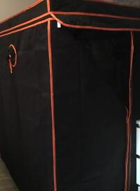 Grow/drying tent with uv light