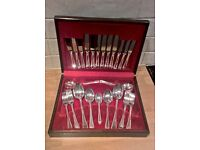 Beautiful Sheffield stainless steel & silver plate boxed cutlery set