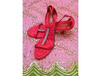 NEW ANN MARINO Sandals Red Satin Zig Zag Quilted Diamante T Bar Jewel Strappy Size 7/8 Designer PROM