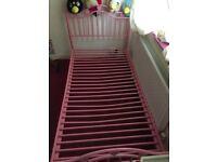 Girls pink single bed 🛏