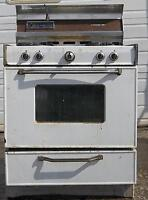 PROPANE & NATURAL GAS STOVE WORKS GOOD BUT NEEDS CLEANING
