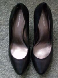 *****£15***** SIZE 8 COST £70 LADIES GENUINE COURT BLACK LEATHER SHOES